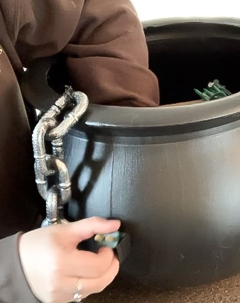 Hiding electrical cord out the side of cauldron
